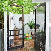Vintage garden: Storage area behind shed