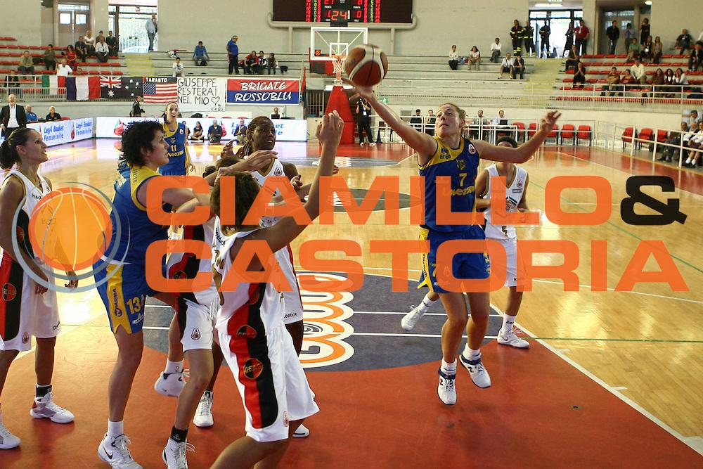 DESCRIZIONE : Roma Lega A1 Femminile 2008-09 Prima giornata Campionato Bracco Geas Sesto San Giovanni Lavezzini Parma<br /> GIOCATORE : Elena Paparazzo<br /> SQUADRA : Lavezzini Parma<br /> EVENTO : Campionato Lega A1 Femminile 2008-2009 <br /> GARA : Bracco Geas Sesto San Giovanni Lavezzini Parma<br /> DATA : 12/10/2008 <br /> CATEGORIA : rimbalzo<br /> SPORT : Pallacanestro <br /> AUTORE : Agenzia Ciamillo-Castoria/E.Castoria<br /> Galleria : Lega Basket Femminile 2008-2009 <br /> Fotonotizia : Roma Lega A1 Femminile 2008-09 Prima giornata Campionato Bracco Geas Sesto San Giovanni Lavezzini Parma<br /> Predefinita :