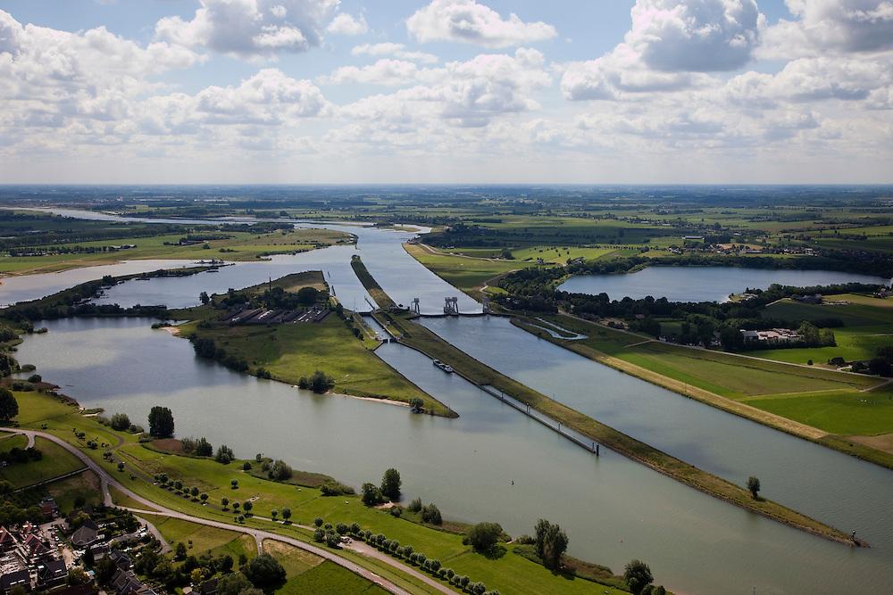 Nederland, Utrecht, Hegestein,12-06-2009; Stuw in de rivier de Lek, dient om het waterpeil in de rivier te reguleren en het scheepvaartverkeer mogelijk te maken. Als gevolg van de geringe wateraanvoer is de vizierschuif gesloten, vissen kunnen gebruik maken van de de vistrap (of vispassage) links van de stuw onder in beeld, rechts de schutsluis voor de scheepvaart. Aan de horizon de Hagesteinsebrug, A27 en de Radio-TV toren van IJsselstein. Weir in the river Lek, regulates and manages the water level. The Lek is a rain river, with especially in the winter large amounts of water (melt water), in the summer there is a shortage of water, the weir ensures sufficiently high water level for shipping. Next to the dam fish ladder and shipping lock..luchtfoto (toeslag), aerial photo (additional fee required).foto/photo Siebe Swart