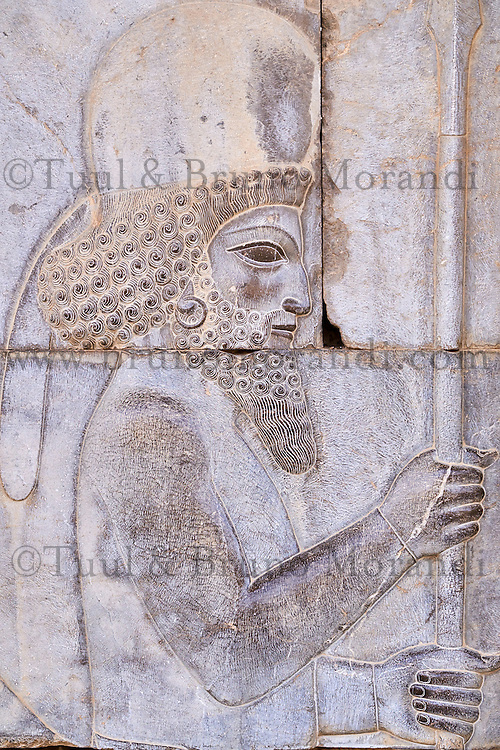 Iran, province du Fars, Persepolis, patrimoine mondial de l'UNESCO, escalier d'Apadana, bas relief des guerriers // Iran, Fars Province, Persepolis, World Heritage of the UNESCO, staircases of Apadana, releif of the warriors