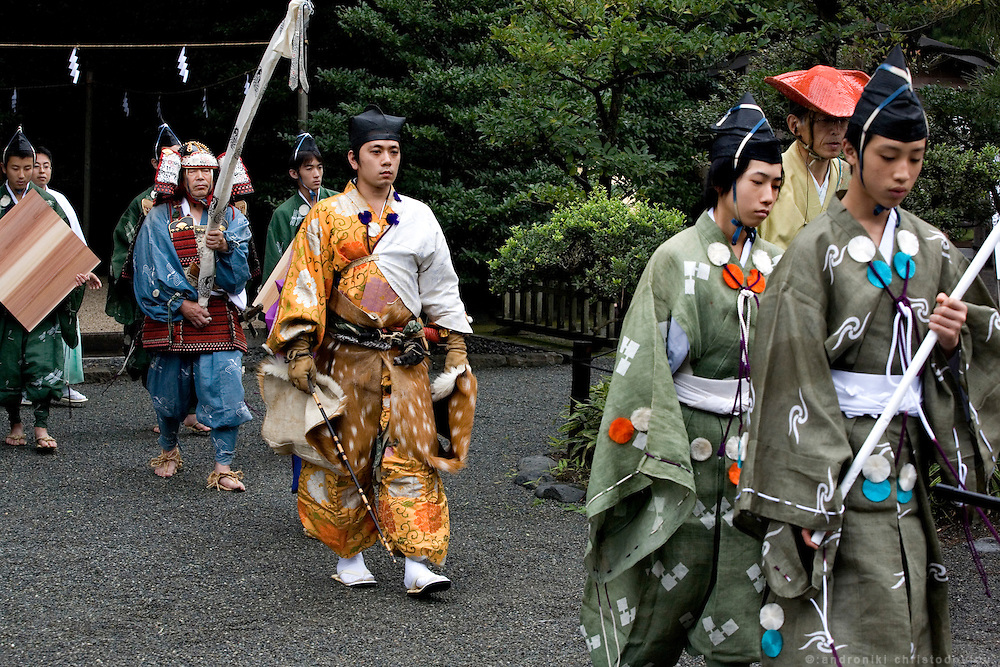 Kiyomoto Ogasawara (middle) on the way to a ritual before taking part in Yabusame (horse-riding archery shinto ritual), on the 3rd day of the 3-day anual festival of Tsurugaoka Hachimangu shrine in Kamakura.