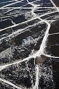 Nederland, Noord-Holland, Hilversum, 07-01-2010; wandelaar op de hei, sporen en paden in de de sneeuw.man taking a stroll on the moorland, tracks and paths in the snow.luchtfoto (toeslag), aerial photo (additional fee required).foto/photo Siebe Swart