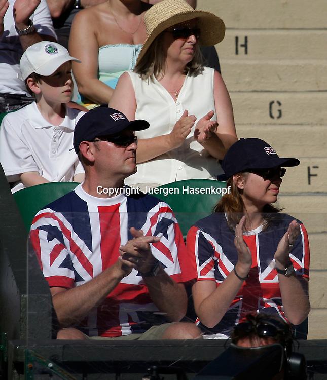 Wimbledon 2009,Sport, Tennis, ITF Grand Slam Tournament,  ..Zuschauer in Union Jack T shirts..Foto: Juergen Hasenkopf..