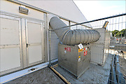 Nederland, the Netherlands, Nijmegen, 2-10-2015 Eerste vluchtelingen arriveren op kamp, tentenkamp Heumensoord, de tijdelijke noodopvang, azc, van het COA. Vandaag komen er 300, later dit weekend wordt het tot 800 aangevuld. In totaal komt er plaats voor 3000 asielzoekers. Zij werden vooral welkom geheten door jongeren. Aan het kamp wodrt nog volop gewerkt aan met name de infrasrtuctuur voor elektra, afvoer en water. Op de foto de verwarmingsinstallatie voor een tent.FOTO: FLIP FRANSSEN