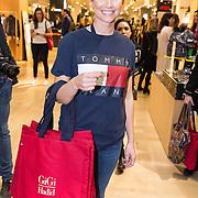 NLD/Amsterdam/201702017- Gigi Hadid brengt flitsbezoek ter promotie van haar Tommy X GiGi Spring '17 collectie, Tassen Gigi Hadid