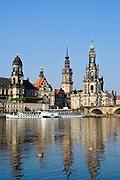 Elbetal, Elbwiesen, Augustusbrücke, Kathedrale, Schloss, Ständehaus, Dresden, Sachsen, Deutschland.|.Dresden, Germany, old town, river Elbe