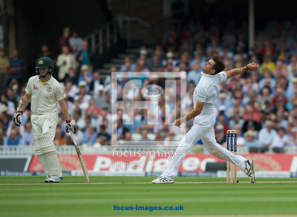 Steven Finn of England bowling watched by batsman Chris Rogers of Australia during the 5th Investec Ashes Test Match match at the Kia Oval, London<br /> Picture by Alan Stanford/Focus Images Ltd +44 7915 056117<br /> 20/08/2015