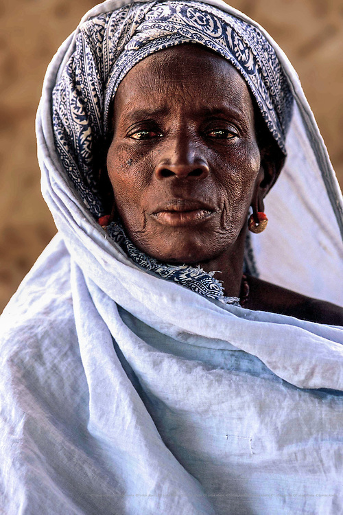 For Mariata, who is 60 and has seven dependent<br /> grandchildren, the arrival of drinking water was a<br /> starting point for improving their living conditions.  Now, she is a member of the women's agricultural cooperative that Interm&oacute;n Oxfam has sponsored in Wothie. Wothie, Mauritania.