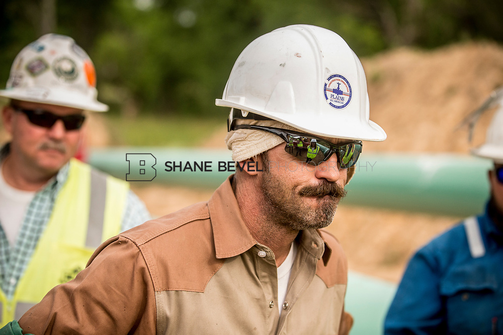 6/1/17 8:41:32 AM -- Sen. James Inhofe visits the Diamond Pipeline sight with representatives from Plains All American Pipeline, Valero and Pumpco Pipeline Construction near Hectorville, Okla.<br /> <br /> Photo by Shane Bevel