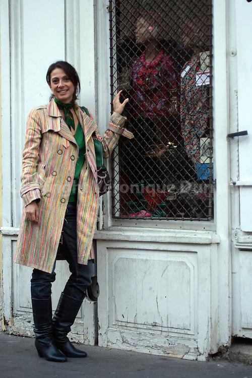 Daphne Bugey in front of a vintage shop she likes, at la Bastille  Daphne Bugey devant une boutique vintage qu'elle affectionne dans le quartier de la Bastille