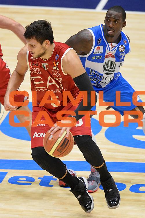 DESCRIZIONE : Sassari Lega Serie A 2014/15 Beko Supercoppa 2014 Finale EA7 Emporio Armani Milano Dinamo Banco di Sardegna Sassari <br /> GIOCATORE : Alessandro Gentile<br /> CATEGORIA : Palleggio<br /> SQUADRA : EA7 Emporio Armani Milano<br /> EVENTO : Beko Supercoppa 2014 <br /> GARA : EA7 Emporio Armani Milano Dinamo Banco di Sardegna Sassari <br /> DATA : 05/10/2014 <br /> SPORT : Pallacanestro <br /> AUTORE : Agenzia Ciamillo-Castoria/GiulioCiamillo <br /> Galleria : Lega Basket A 2014-2015 Fotonotizia : Sassari Lega Serie A 2014/15 Beko Supercoppa 2014Finale EA7 Emporio Armani Milano Dinamo Banco di Sardegna Sassari <br /> Predefinita :