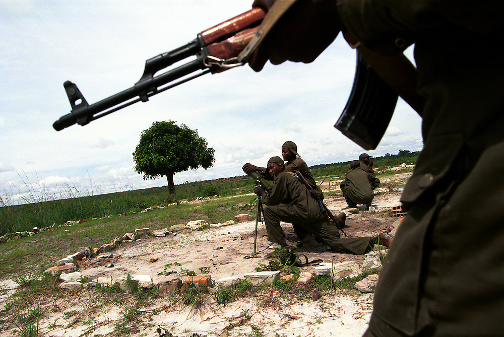 FAA (Fora Armada Angolana) soldiers during military operations against UNITA rebels near the front.  After several failed peace initiatives the government mounted a major offensive against UNITA in the eastern province of Moxico, where rebel leader Jonas Savimbi had been confirmed to be located, in an attempt to end the decades long civil war by military means..Luena, Angola.  01-12-2001.Photo: J.B. Russell