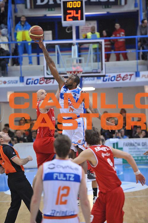 DESCRIZIONE : Brindisi Lega A 2012-13 Enel Brindisi Trenkwalder Reggio Emilia<br /> GIOCATORE : Cedric Simmons<br /> CATEGORIA : Start<br /> SQUADRA : Enel Brindisi<br /> EVENTO : Campionato Lega A 2012-2013 <br /> GARA : Enel Brindisi Trenkwalder Reggio Emilia<br /> DATA : 01/04/2013<br /> SPORT : Pallacanestro <br /> AUTORE : Agenzia Ciamillo-Castoria/V.Tasco<br /> Galleria : Lega Basket A 2012-2013  <br /> Fotonotizia : Brindisi Lega A 2012-13 Enel Brindisi Trenkwalder Reggio Emilia