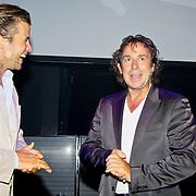 NLD/Amsterdam/20100701 - Presentatie nieuwe Samsung telefoon Galaxy S, Winston Gerschtanowitz overhandigt de telefoon aan Marco Borsato