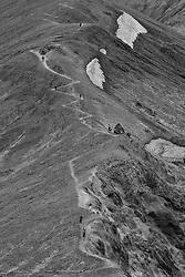 People hiking, the mountain Blahnukur, Landmannalaugar, Iceland - Fólk að ganga á fjallið Bláhnúk í Landmannalaugum