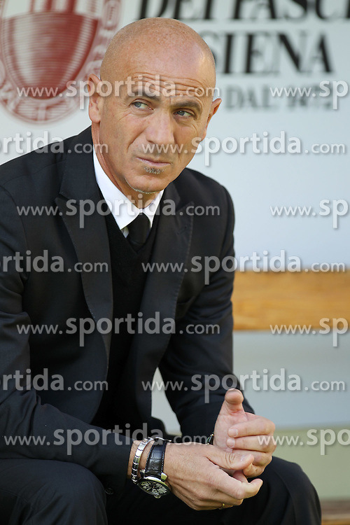 20.11.2011, Stadion Communale Artemio Franchi, Siena, ITA, Serie A, AC Siena vs Atalanta Bergamo, 12. Spieltag, im Bild L'Allenatore del Siena Giuseppe Sannino // during the football match of Italian 'Serie A' league, XXXth round, between AC Siena and Atalanta Bergamo at Comunale Artemio Franchi stadium, Siena, Italy on 20/11/2011. EXPA Pictures © 2011, PhotoCredit: EXPA/ Insidefoto/ Luca Pagliaricci..***** ATTENTION - for AUT, SLO, CRO, SRB, SUI and SWE only *****