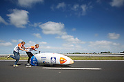 Op de A31 tussen Franeker en Dronryp is Sebastiaan Bowier gestart in de nieuwe fiets van het Human Powered Team Delft en Amsterdam, de VeloX3. Met de speciale ligfiets wil het team dat bestaat uit studenten van de TU Delft en de VU Amsterdam het wereldrecord fietsen verbreken. Dat staat nu op 133 km/h.<br /> <br /> At the A31 between Franeker and Donryp Sebastiaan Bowier rides the new bike of the Human Powered Team Delft and Amsterdam, the VeloX3. With the special recumbent bike the team, consisting of students of the TU Delft and the VU Amsterdam, wants to set a new world record cycling. The current speed record is 133 km/h.