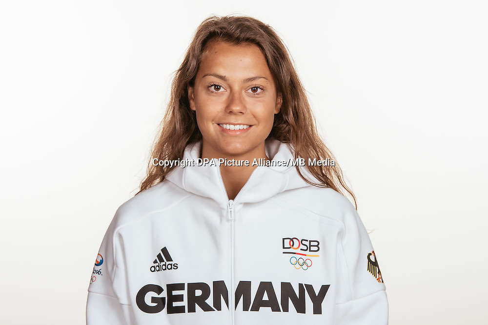 Selin Oruz poses at a photocall during the preparations for the Olympic Games in Rio at the Emmich Cambrai Barracks in Hanover, Germany, taken on 15/07/16 | usage worldwide