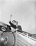 16/04/1960<br /> 04/16/1960<br /> 16 April 1960<br /> Mr. and Mrs. Downey arriving at Dublin Airport from New York. Special for Aer Lingus.