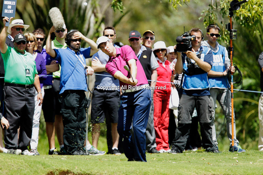 20.10.2013 Perth, Australia. Ross Fisher (ENG) plays a chip shot during the final day of the ISPS Handa Perth International Golf Championship from the Lake Karrinyup Country Club.