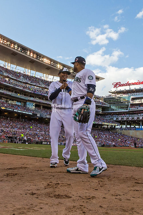 MINNEAPOLIS, MN- JULY 15: American League All-Stars Felix Hernandez #34 and Robinson Cano #24 during the 85th MLB All-Star Game at Target Field on July 15, 2014 in Minneapolis, Minnesota. (Photo by Brace Hemmelgarn) *** Local Caption *** Robinson Cano;Felix Hernandez