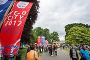 In Arnhem vindt in het Sonsbeekpark Velofest plaats, een festival over fietsen, tegelijk met het roodtruck festival Eten op Rolletjes. Het festival is het einde van de internationale conferentie Velo City dat dit jaar in Nijmegen en Arnhem is gehouden. Tijdens het meerdaags congres praten beleidsmedewerkers en de fietsindustrie over het gebruik van de fiets in het dagelijks leven. Daarnaast zijn er tal van fietsgerelateerde activiteiten.<br /> <br /> In Arnhem the bike festival Velofest is held, as end of  the bike related congress Velo City 2017 that was hosted in Arnhem and Nijmegen. From all over the world people come to talk about the use of the bicycle as a way of transportation.