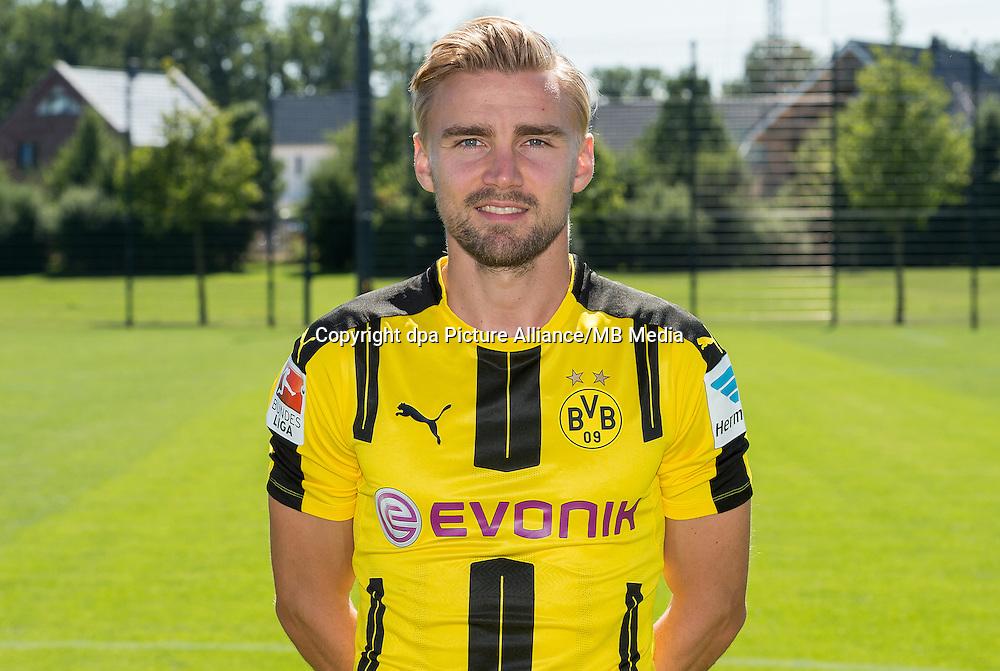 German Bundesliga - Season 2016/17 - Photocall Borussia Dortmund on 17 August 2016 in Dortmund, Germany: Marcel Schmelzer. Photo: Guido Kirchner/dpa | usage worldwide