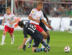16.09.2010, Red Bull Arena, Salzburg, AUT, UEFA EL, Red Bull Salzburg vs Manchester City, im Bild Thomas Augustinussen, (FC Red Bull Salzburg, Mittelfeld, #08), Gareth Barry, (Manchester City, #18), EXPA Pictures © 2010, PhotoCredit: EXPA/ D. Scharinger / SPORTIDA PHOTO AGENCY