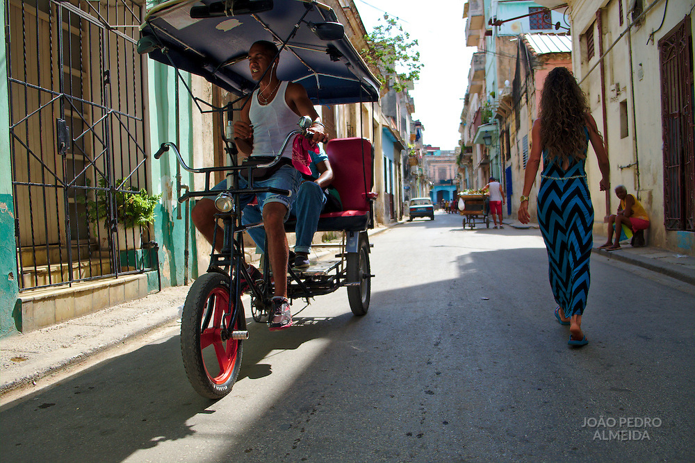 The activity in the streets of la Habana Vieja