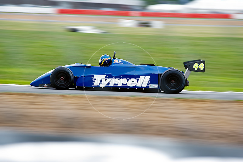 Tyrell 44 heads around Luffield. Silverstone Classic - 66-85 F1- 25/7/10.