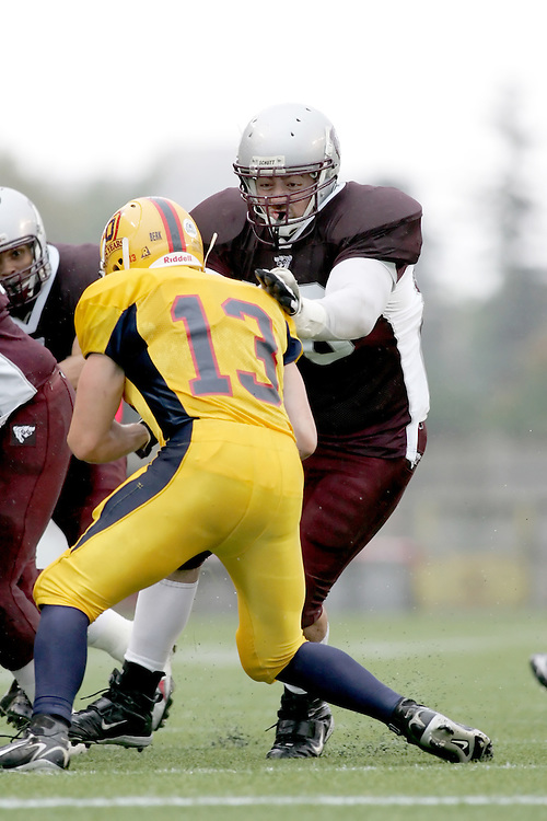 (06/10/2007--Ottawa) University of Ottawa Gees Gees men's football team defeating the Queen's University Golden Gaels 13-12. The player photographed in action is Naim El-far