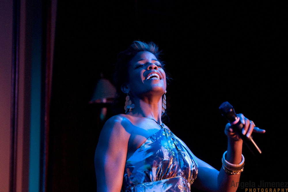 Date: 6/24/11.Desk: CUL.Slug: FEINSTEINS/ARTS.Assign Id: 10113313A..Vocalist Nicole Henry performs at Feinstein's at Loews Regency in New York City on June 24, 2011. ....Photo by Angela Jimenez for The New York Times .photographer contact 917-586-0916