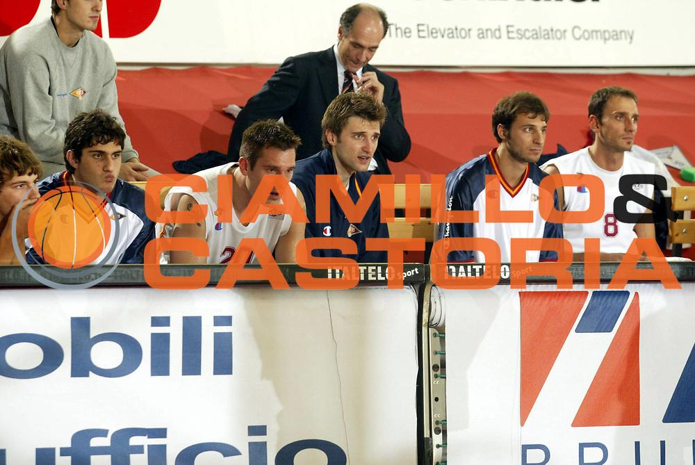 DESCRIZIONE : Roma Uleb Cup 2005-06 Lottomatica Virtus Roma Dinamo Mosca <br />GIOCATORE : Team Lottomatica Virtus Roma<br />SQUADRA : Lottomatica Virtus Roma<br />EVENTO : Uleb Cup 2005-2006 <br />GARA : Lottomatica Virtus Roma Dinamo Mosca <br />DATA : 15/11/2005 <br />CATEGORIA : <br />SPORT : Pallacanestro <br />AUTORE : Agenzia Ciamillo-Castoria/G.Ciamillo