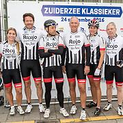 NLD/Almere/20160924 - Start fietstocht BN'ers trappen darmkanker de wereld uit, Nicolien Sauerbreij, Sander Janson, ..........., Rob van der Valk, Sanny Verhoeven en Frits Barend