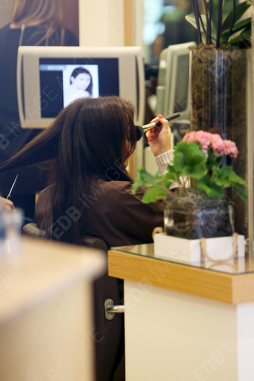 20.MARCH.2012. LONDON<br /> <br /> TOWIE'S JESSICA WRIGHT IN TOWN HAVING HER HAIR REDONE<br /> <br /> BYLINE: EDBIMAGEARCHIVE.COM<br /> <br /> *THIS IMAGE IS STRICTLY FOR UK NEWSPAPERS AND MAGAZINES ONLY*<br /> *FOR WORLD WIDE SALES AND WEB USE PLEASE CONTACT EDBIMAGEARCHIVE - 0208 954 5968*