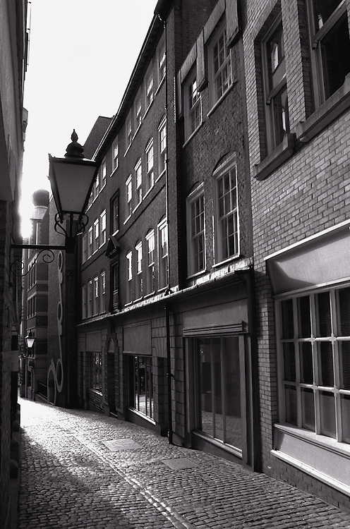 Lovat Lane, The City