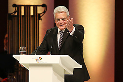 03.10.2015, Frankfurt am Main, GER, Tag der Deutschen Einheit, im Bild Direkter Dank von Bundespraesident, Bundespräsident Joachim Gauck bei seiner Rede beim Festakt in der Alten Oper Frankfurt // during the celebrations of the 25 th anniversary of German Unity Day in Frankfurt am Main, Germany on 2015/10/03. EXPA Pictures © 2015, PhotoCredit: EXPA/ Eibner-Pressefoto/ Roskaritz<br /> <br /> *****ATTENTION - OUT of GER*****