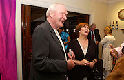 Julian Glover and Isla Blair, Sothebys's Summer party, 7 June 2004. ONE TIME USE ONLY - DO NOT ARCHIVE  © Copyright Photograph by Dafydd Jones 66 Stockwell Park Rd. London SW9 0DA Tel 020 7733 0108 www.dafjones.com