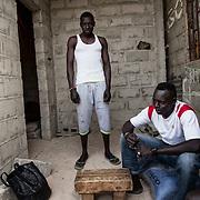 Talla Fall (à droite) est parti en 2010 vers l'Espagne, avec un ami, Djibril Ma. Ce dernier a disparu quand ils ont fait naufrage. Sur 105 personnes, 25 ont survécu
