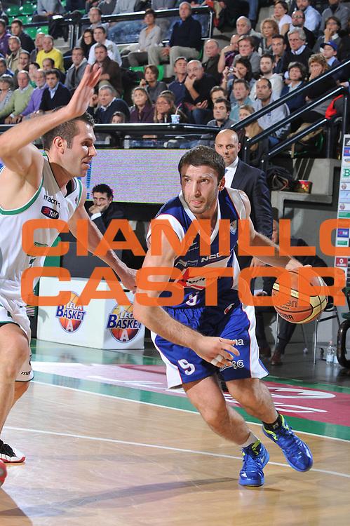 DESCRIZIONE : Treviso Lega A 2011-12 Benetton Treviso Bennet Cantu<br /> GIOCATORE : Markoishvilli<br /> CATEGORIA :  Palleggio<br /> SQUADRA : Benetton Treviso Bennet Cantu<br /> EVENTO : Campionato Lega A 2011-2012<br /> GARA : Benetton Treviso Bennet Cantu<br /> DATA : 06/11/2011<br /> SPORT : Pallacanestro<br /> AUTORE : Agenzia Ciamillo-Castoria/M.Gregolin<br /> Galleria : Lega Basket A 2011-2012<br /> Fotonotizia :  Treviso Lega A 2011-12 Benetton Treviso Bennet Cantu<br /> Predefinita :