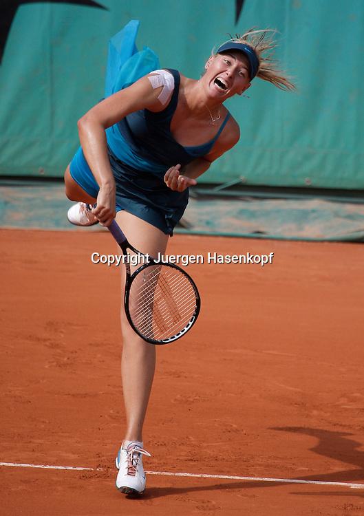French Open 2009, Roland Garros, Paris, Frankreich,Sport, Tennis, ITF Grand Slam Tournament,  .Maria Sharapova (RUS) spielt einen Aufschlag,service,action..Foto: Juergen Hasenkopf..