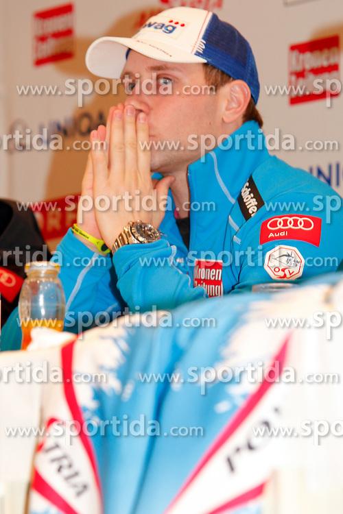 04.02.2013, Hotel Pichlmayrgut, Schladming, AUT, FIS Weltmeisterschaften Ski Alpin, Pressekonferenz OeSV, im Bild Romed Baumann mit dem neuen Rennanzug// Romed Baumann with the new Austrian racing dress  at a press conference of the OeSV during the FIS Ski World Championships 2013 at the Media Centre, Schladming, Austria on 2013/02/04. EXPA Pictures © 2013, PhotoCredit: EXPA/ Martin Huber