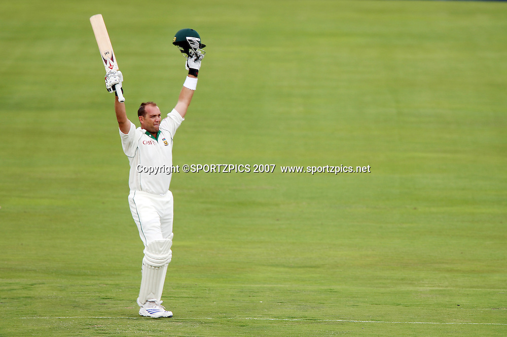 Jacques Kallis acknowledges his team room, celebrating his 4th 100 in 7 innings. South Africa v New Zealand. International cricket 2nd Test. at Centurion Stadium, Pretoria, South Africa. Saturday 17 November 2007. Photo: Barry Aldworth/SPORTZPICS/PHOTOSPORT