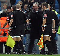 Photo: Paul Thomas/Sportsbeat Images.<br />Manchester City v Sunderland. The FA Barclays Premiership. 05/11/2007.<br /><br />City's manager Sven Goran Eriksson thanks the match officials after the game.