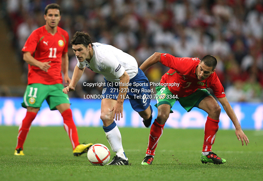 03/09/2010 International football. England v Bulgaria.<br /> Gareth Barry wins the ball for England.<br /> Photo: Mark Leech.