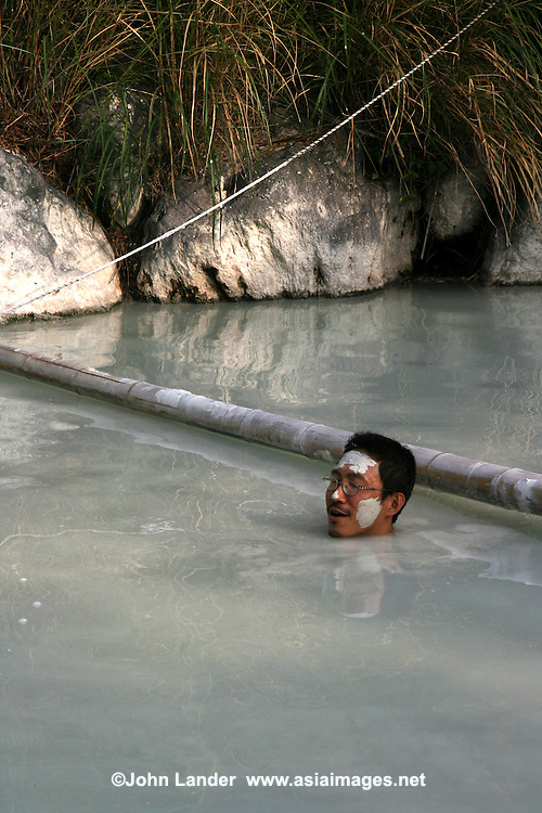 Onsen Hoyo Land is famous for its unique open air mud baths, one of the only mud baths available for bathing in Japan. This mud bath is mixed with male and female bathers.