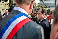 Le President de la Republique s&rsquo;est rendu a Vaulx-en-Velin (69) le mardi 21 mars, pour un deplacement sur le theme de la politique de la ville en presence de Najat VALLAUD-BELKACEM, ministre de l&rsquo;Education nationale, de l&rsquo;Enseignement superieur et de la Recherche et d&rsquo;Helene GEOFFROY, secretaire d&rsquo;Etat &agrave; la Ville.<br /> <br /> Arrivee du President de la Republique au Quartier Mas du Taureau et presentation du projet de renovation urbaine&nbsp;en presence de conseillers citoyens et de femmes engagees dans des collectifs&nbsp;