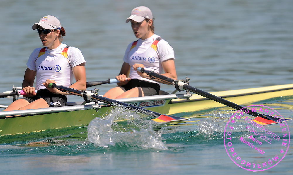 (L) MARIE LOUISE DRAEGER & (R) ANJA NOSKE (BOTH GERMANY) COMPETE AT LIGHTWEIGHT WOMEN'S DOUBLE SCULLS HEAT DURING DAY 1 FISA ROWING WORLD CUP ON ESTANY LAKE IN BANYOLES, SPAIN...BANYOLES , SPAIN , MAY 29, 2009..( PHOTO BY ADAM NURKIEWICZ / MEDIASPORT )..PICTURE ALSO AVAIBLE IN RAW OR TIFF FORMAT ON SPECIAL REQUEST.