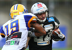 23.07.2016, Woertersee Stadion, Klagenfurt, AUT, AFL, Austrian Bowl XXXII, Swarco Raiders Tirol vs Projekt Spielberg Graz Giants, im Bild Clint Floyd (Projekt Spielberg Graz Giants, DB, #19) und Christian Willi (Swarco Raiders Tirol, WR, #83) // during the Austrian Football League Austrian Bowl XXXII game between Swarco Raiders Tirol vs Swarco Raiders Tyrol at the Woertersee Stadion, Klagenfurt, Austria on 2016/07/23. EXPA Pictures © 2016, PhotoCredit: EXPA/ Thomas Haumer