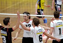 18-03-2006 VOLLEYBAL: PLAY OFF HALVE FINALE: PIET ZOOMERS D - HVA AMSTERDAM: APELDOORN<br /> Piet Zoomers wint de eerste van de vijf wedstrijden vrij eenvoudig met 3-0 / Tije Vlam<br /> Copyrights2006-WWW.FOTOHOOGENDOORN.NL